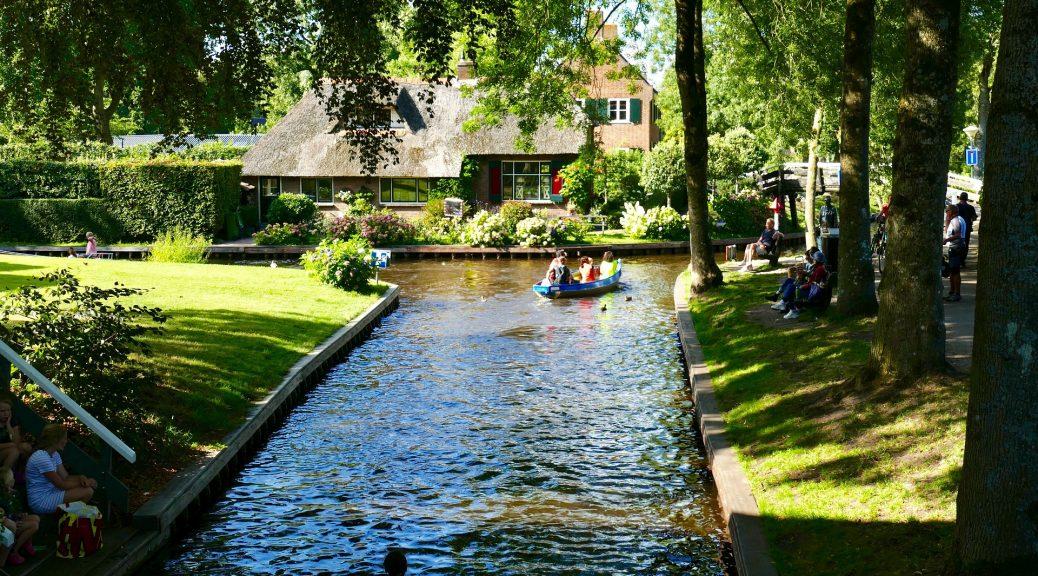 vakantiepark in Giethoorn aan het water